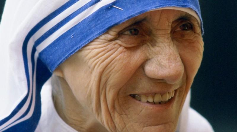Non possiamo sempre fare grandi cose nella vita, ma possiamo fare piccole cose con grande amore. ... Madre Teresa di Calcutta